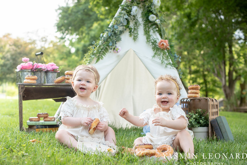 Twins First Birthay - Donut Birthday Session - Doughnuts Birthday Session - Cake Smash Ideas - TeePee Birthday Ideas - Yasmin Leonard Photography-10.jpg