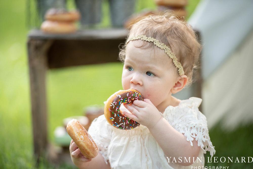 Twins First Birthay - Donut Birthday Session - Doughnuts Birthday Session - Cake Smash Ideas - TeePee Birthday Ideas - Yasmin Leonard Photography-12.jpg