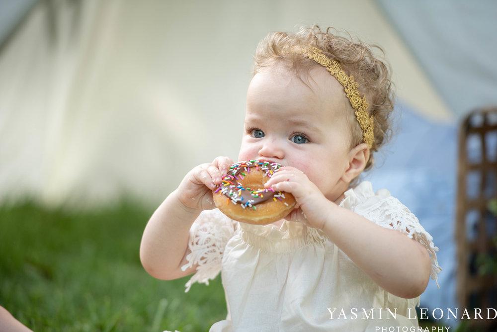 Twins First Birthay - Donut Birthday Session - Doughnuts Birthday Session - Cake Smash Ideas - TeePee Birthday Ideas - Yasmin Leonard Photography-15.jpg