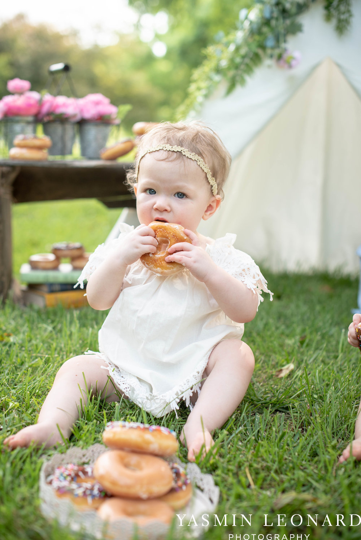 Twins First Birthay - Donut Birthday Session - Doughnuts Birthday Session - Cake Smash Ideas - TeePee Birthday Ideas - Yasmin Leonard Photography-16.jpg