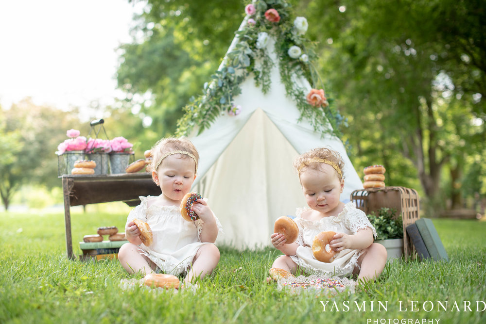 Twins First Birthay - Donut Birthday Session - Doughnuts Birthday Session - Cake Smash Ideas - TeePee Birthday Ideas - Yasmin Leonard Photography-17.jpg
