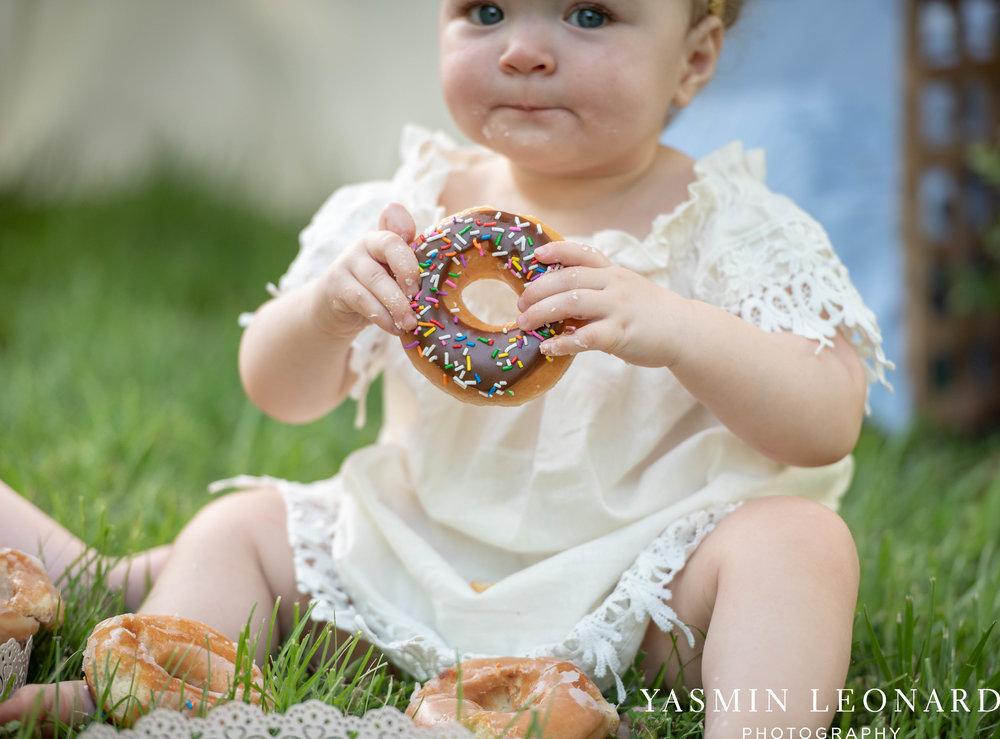Twins First Birthay - Donut Birthday Session - Doughnuts Birthday Session - Cake Smash Ideas - TeePee Birthday Ideas - Yasmin Leonard Photography-18.jpg