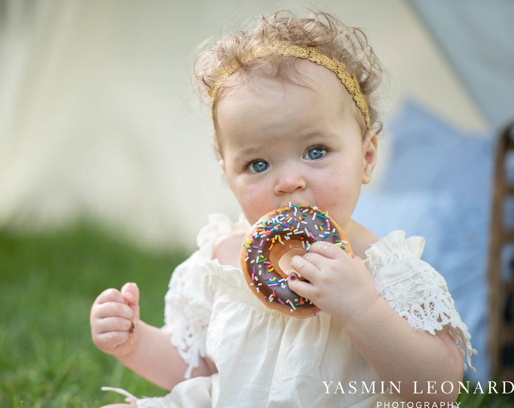 Twins First Birthay - Donut Birthday Session - Doughnuts Birthday Session - Cake Smash Ideas - TeePee Birthday Ideas - Yasmin Leonard Photography-22.jpg