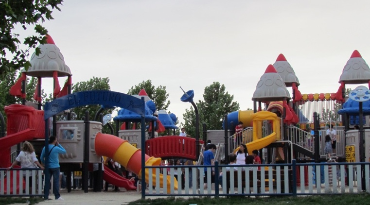 CHILDREN LOVE THE NUMEROUS PLAY AREAS THAT ARE SPRINKLED THROUGHOUT PARQUE EUROPA