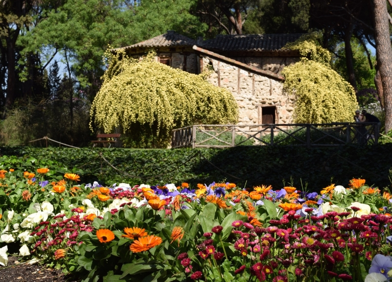 This quaint cottage is near the entrance of Capricho park.