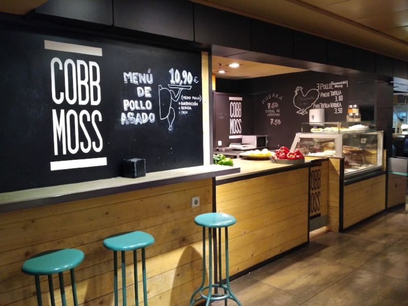 Cobb Moss serves gourmet to go.