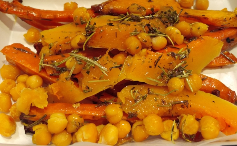 Grilled vegetables with chickpeas, an tasty combination
