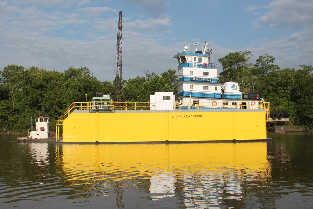 (D/D Murray Verret  lifting its first vessel in our service.)