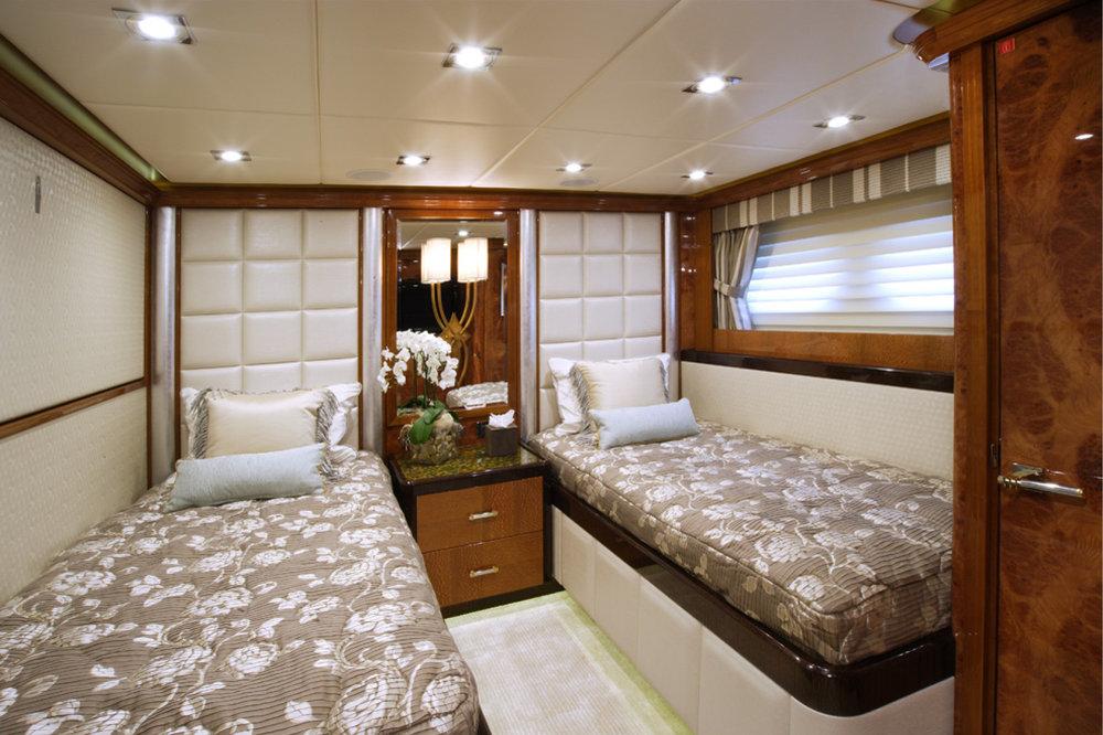 Karen-Lynn-Portfolio-03-Motoryacht-Falcon-B_9.jpg