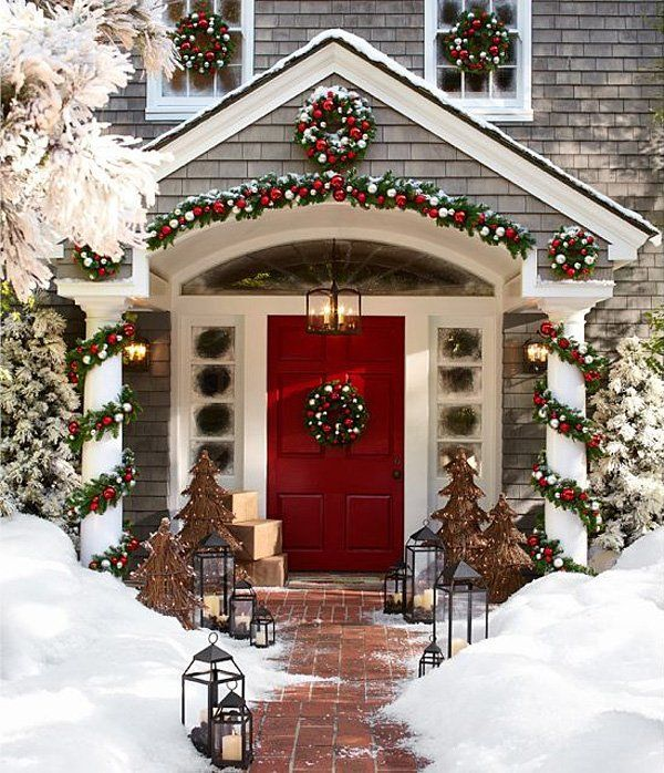 Traditional-Red-gold-Christmas-front-door.jpg