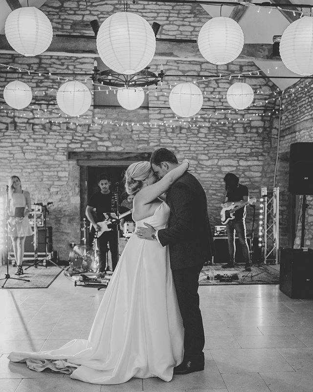 Loving this sunshine, it's getting us excited for summer 🌞 . . . . #cotswoldswedding #cotswoldweddingphotographer #caswellhouse #caswellhousewedding #bohoweddings #outdoorwedding #loveauthentic #realwedding #filmpallette #makemoments #cotswolds #weddingseason #caswellhouse #justmarried #weddinginspiration #creatives #ukwedding #vermanphotography #bridestobe #weddingdress #elegantwedding #greenweddingshoes #stylemepretty #weddinginspo #shesaidyes #loveauthentic #theknot