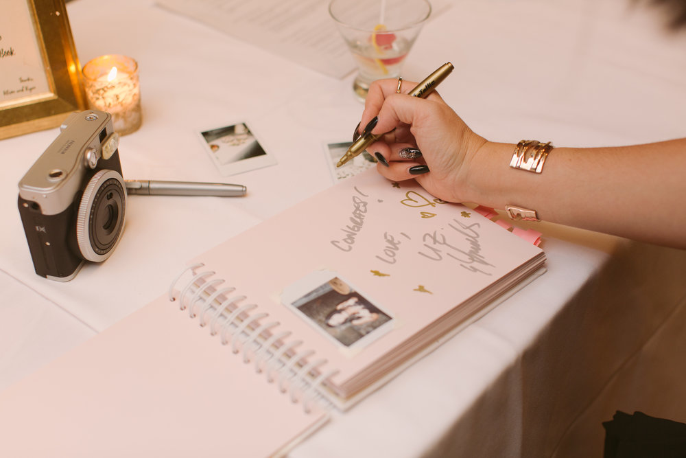 Guest book by Junebug Events