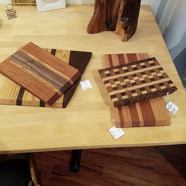Pleased to be working with the gracious and capable team at @themakerybrookline! Our cutting boards are on display at their space in Brookline and we look forward to more collaborations with them! Check out their membership program, knitting & fibers nights, and live music nights! + + #Brookline #bostonmakers #makerspace #buylocal #makewithyourhands #Bostonliving
