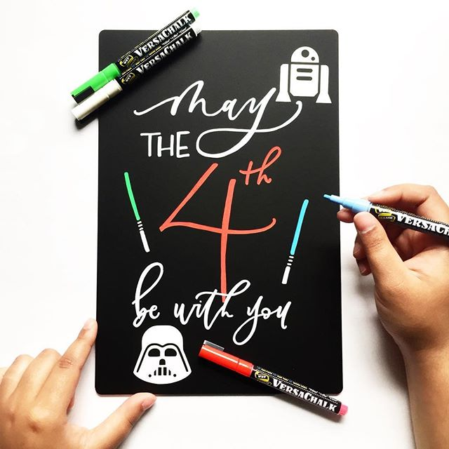 For all the Star Wars fans.. May the fourth (😉😉) be with you! But how is it already May though?!? 🤔😳 Using my favorite @versachalk markers and chalkboard! Happy Friday, friends! 🖤 #maytheforcebewithyou #may4th #versachalk @versachalk #starwars #maythefourthbewithyou #starwarsday #calligraphy