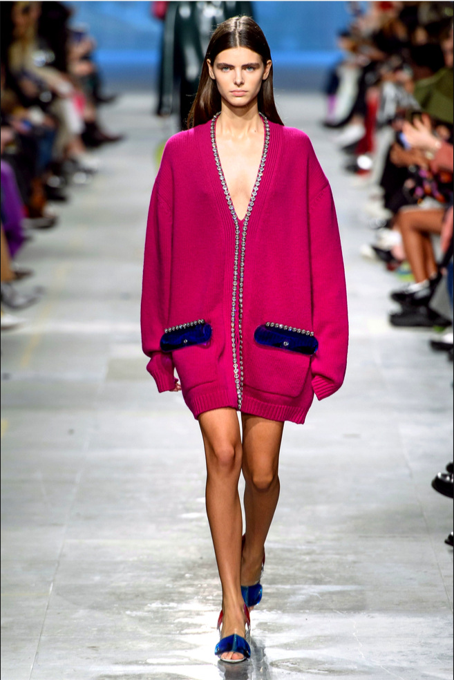 FASHION CRUSH_I love nothing more than a big comfy cardigan. Moreover, when it looks as stylish as this Fall'19 Christopher Kane one.Oversize (you can wear it as a mini), hot pink with navy blue and glittery accents, I am feeling happy just to look at it and I can only imagine how I will feel wearing it.#hotpinkandnavy #favouritecolorcombo - Photo vogue.com