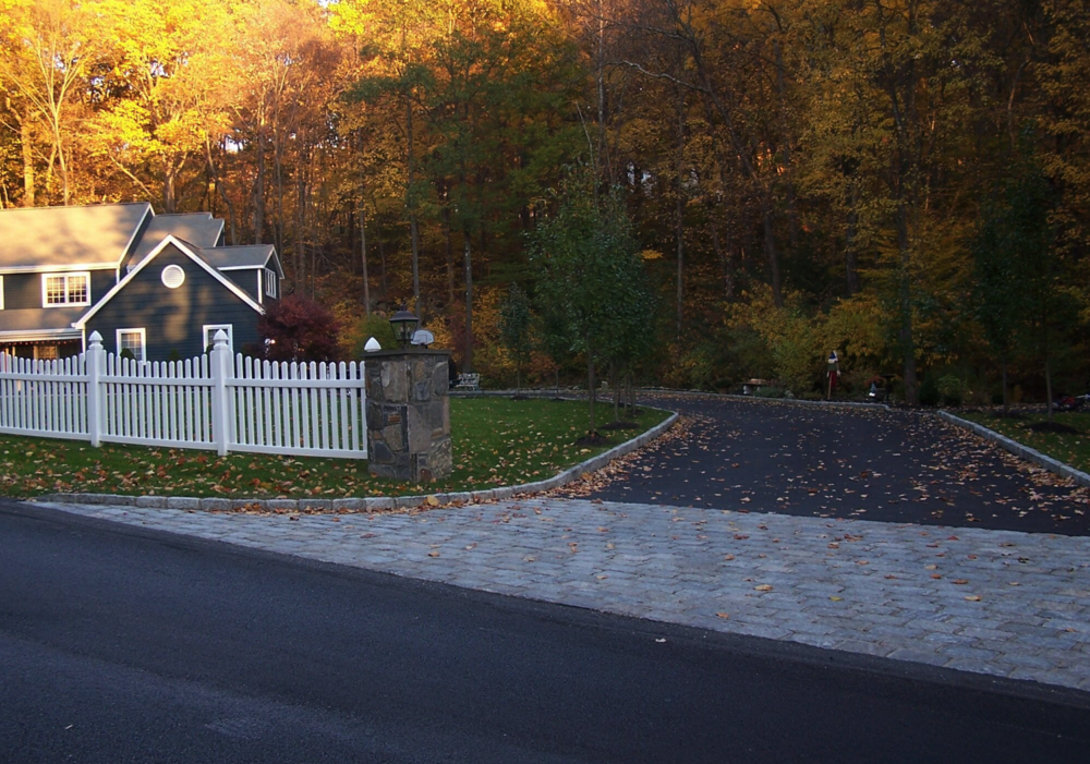Copy of Westchester County, NY skirt driveway with pavers
