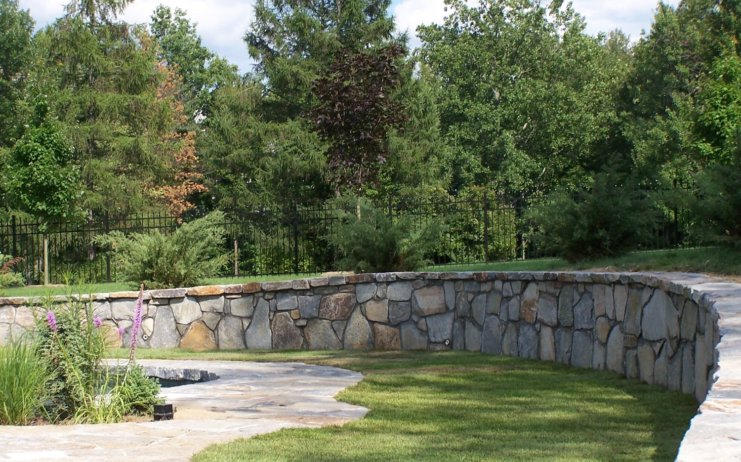 Landscape Construction Tips For Creating Curved Retaining Walls In