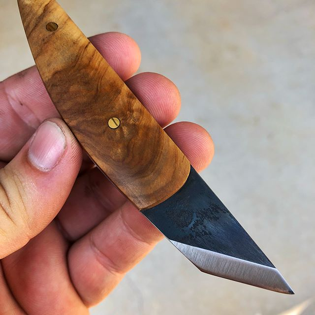 A comfy seam ripping knife for my dear Mum's arthritic hands. 15N20 and olive wood. #handmade #bladesmith #knifemaker #knifecommunity #madeintexas #sewing #customknife #tools #seamripper
