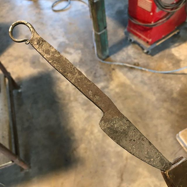 A little hot work this fine morning. #bladesmith #blacksmith #scroll #knifecommunity #customknife #madeintexas