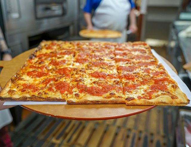 Grandma 👵  #TheOG . . . #eat #eatfamous #eatupnewyork #foodie #foodstagram #forkyeah #foodporn #nycfoodie #goodeats #foodblogger #eatingfortheinsta #foodgasm #thedailybite #bites #zagat #yum #yumm #foodbeast #pizza #pizzamania #pizzapics #pizzapizza #lovefood #pasta #pastapasta