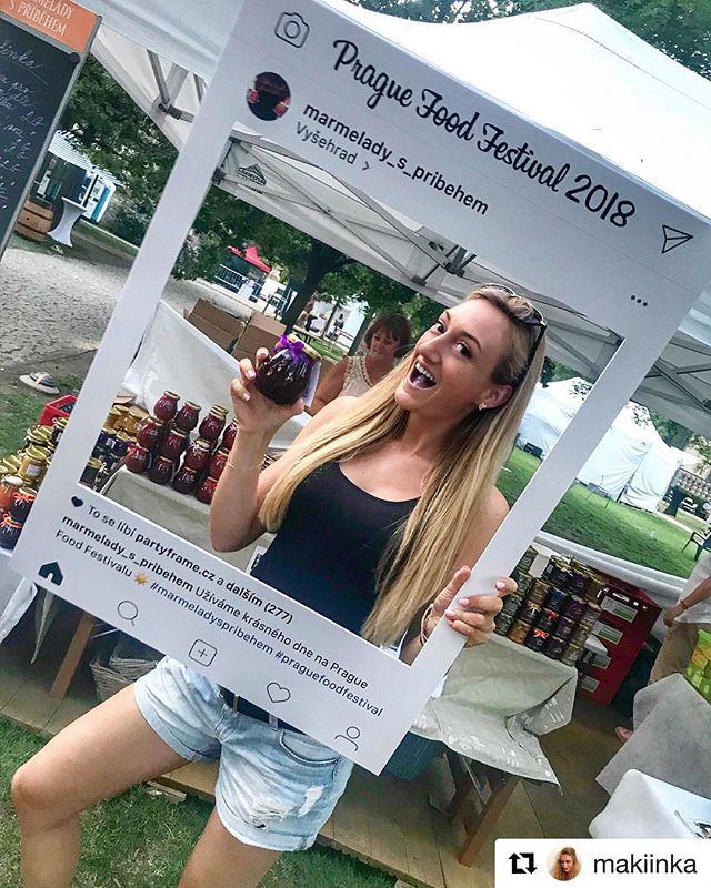 Fotka z Prague Food Festivalu ze stánku Marmelády s příběhem od @makiinka - děkujeme 🙂 ・・・ Užíváme krásného dne na Prague Food Festivalu ☀️🍯 Společně s @marmelady_s_pribehem a mýma milovanýma palačičinkama🤩👌🏼🤤 Fialový jazyk mluví za vše 🤪💜 #marmeladyspribehem #praguefoodfestival #foodporn #pancakes #jam #promotion #PP #productplacement #pozorvznikazavislost #saturday #crazymood #sunnyday #positivevibes #foodie #instafood #blondie #blondgirl #czechgirl #praguegirl #littlestoryofmylife #liveit #loveit #mylife #mystyle ##partyframe #partyframecz
