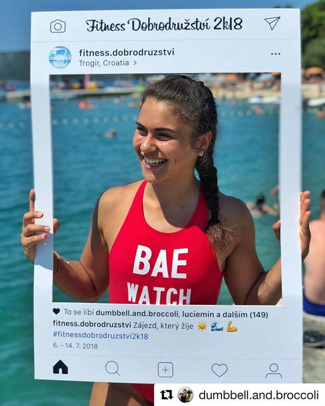 Další originální Insta rámeček putoval do Chorvatska na speciální fitness dovolenou u moře 😍🌊 Naše fotorámečky jsou samozřejmě voděodolné, takže proč se v něm nezvěčnit klidně v bazénu nebo moři 📸 Výroba nám běží na plné obrátky, objednej si svůj na www.partyframe.cz 🤙 - - - #partyframecz #fitnessdobrodruzstvi #partyframe #czechgirl #czechgirls #fitgirl #baewatch #czechfitness #fitnessgirl #baywatch #photocorner #fitholiday #vitaminsea #beachday #runbagirun #runner #dnesbeham #dnescestujem #beachgirl