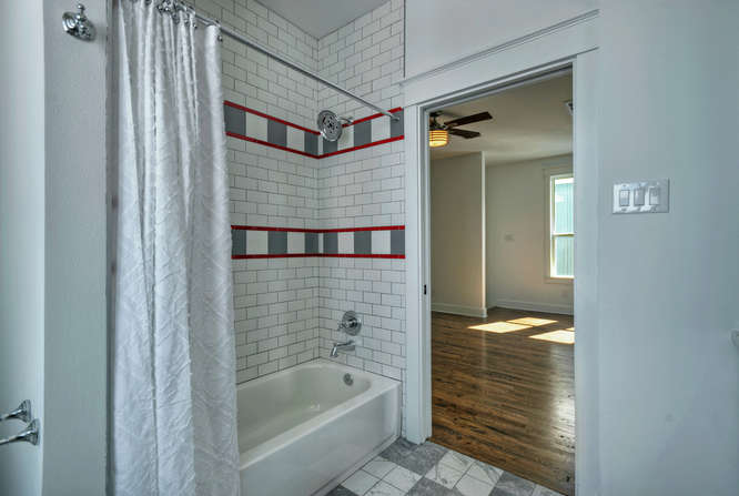 646 Center Green Street New-small-038-20-Upper Level Hall Bathroom-666x448-72dpi.jpg