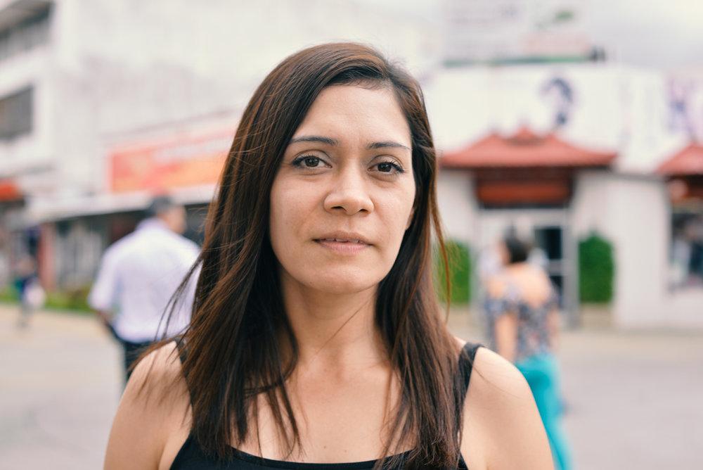 Gloria lleva varios años en nuestro país, y proviene de una familia Tica-NIca.