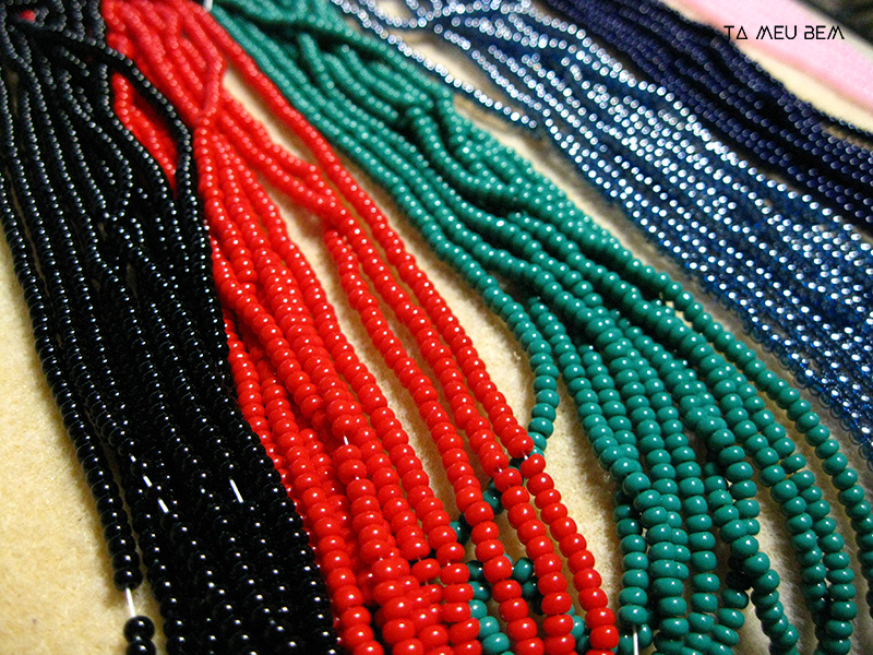 My faves. I love to use various sizes of seed beads to create texture and depth where there usually is none. These are 8s from the Czech Republic and they come at a premium...good thing I'm not using them for full netted pieces.