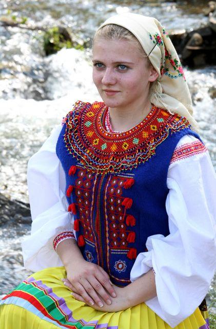 lemko+traditional+dress+Ukraine.jpg