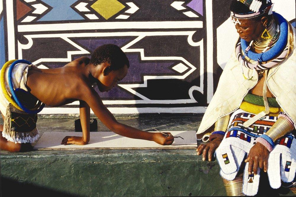 Esther-Mahlangu-with-a-student-Mabokho-KwaNdebele-1993-2.jpg