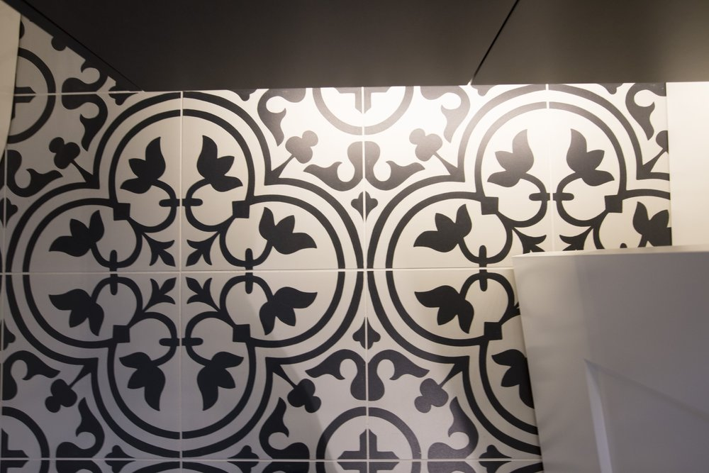 Patterned floor tile