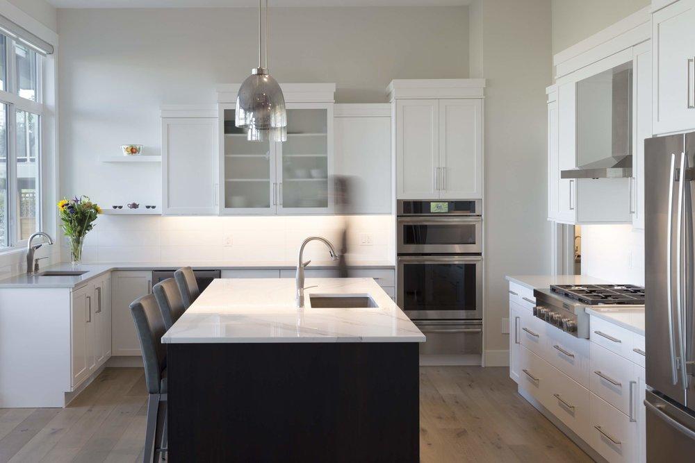 Kitchen - Black Island feature