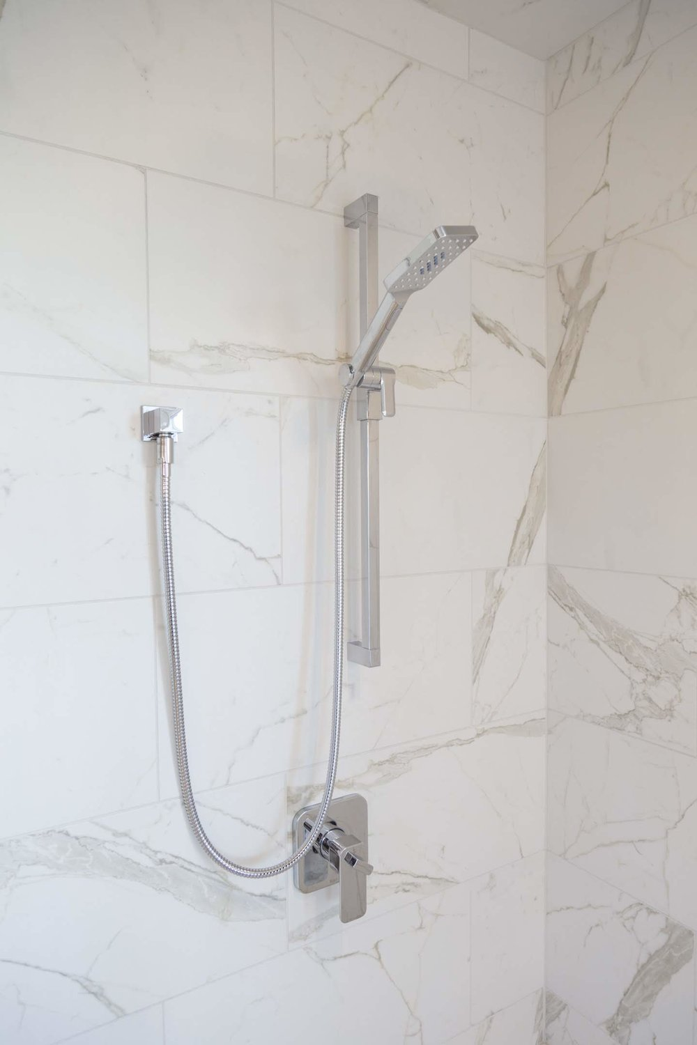 Shower marble title