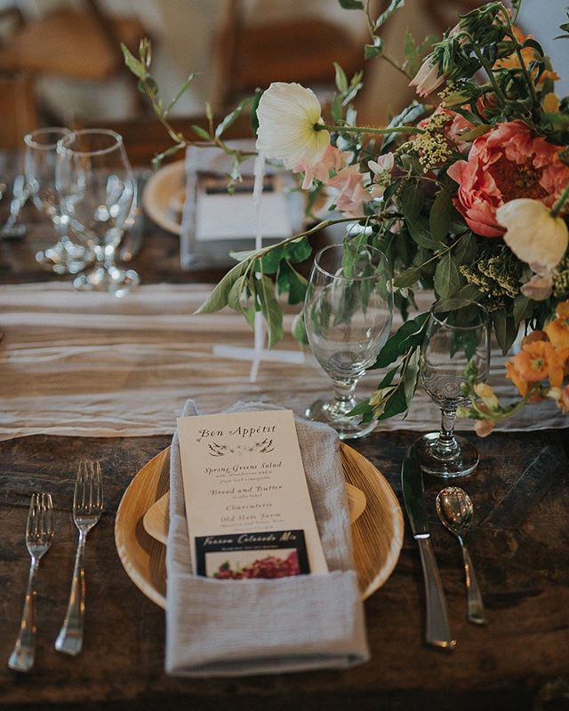 Pretty menu by @auburnandivorycreative, pretty fabrics from @thistleandtwill, and florals by me and @theruralsociety orchestrated by @mstyle614 catered by @greatpointkitchen photo by @racheljoybarehl ❤ #ittakesavilleage #honorthyvendors #whodimiss