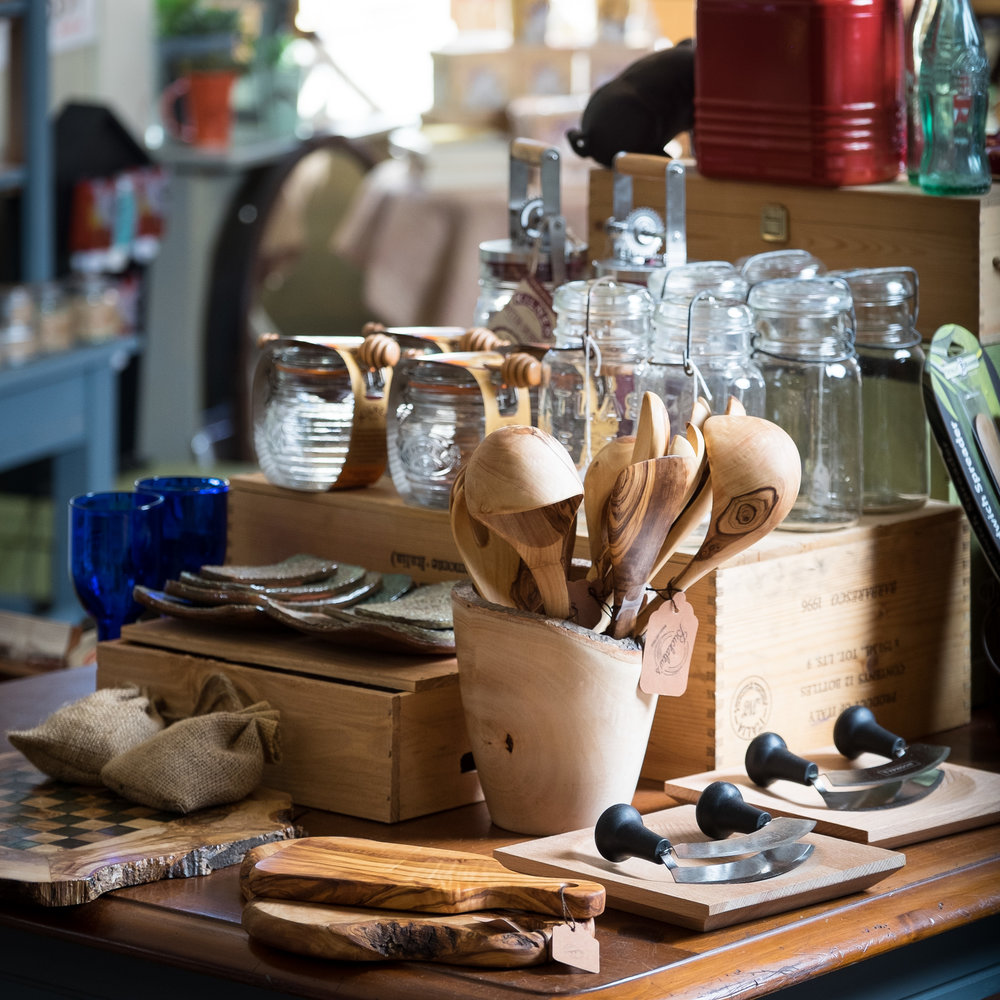 Olive wood & kitchen tools