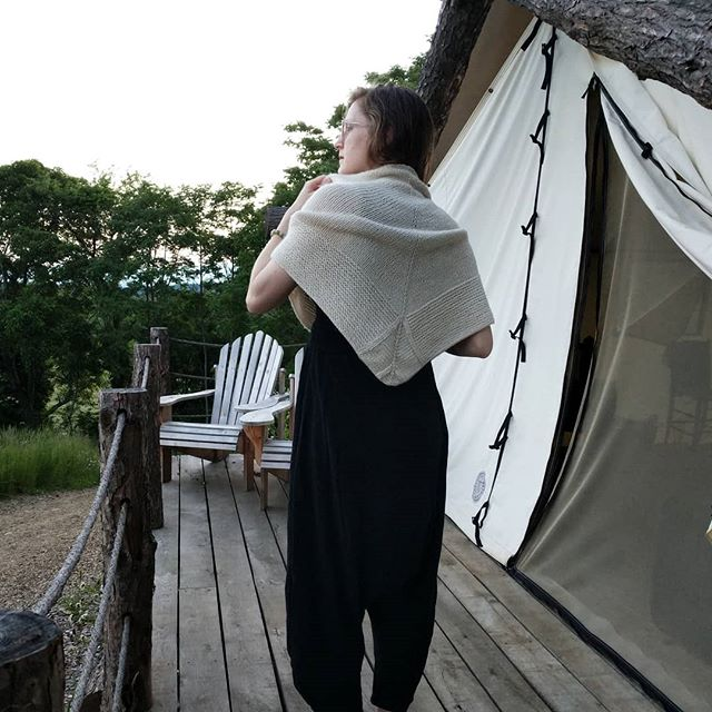 Cabin on the Knik Shawl ✌🏼 🏞️ find the pattern on Ravelry! . . . . #knittersofinstagram #knitting #shawl