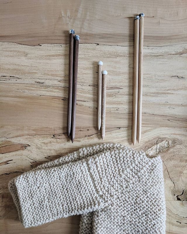 🌼Just posted to the shop: Limited Edition hand carved knitting needles! 👉🏼 Click link in bio! Beautiful luxury woods & each pair comes with a hand sewn felt needle cozy in the color of your choice ☺️ . . . #handmade #knitsupply #knitswag #knittersofinstagram #knitting