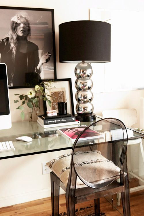 IMAGE VIA MY PINTEREST | Single lamps also make great desk lighting.