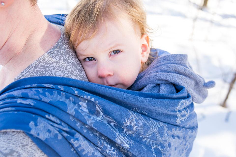 Babywearing Natibaby Gears Wrap in Vanier blue eyes