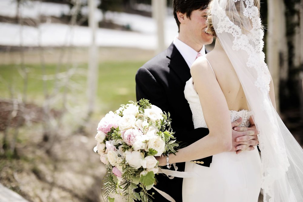 bridal-bouquets-lace-veil-bride-and-groom-romantic-wedding-day-deer-valley-weddings-pepper_nix_photography-83.jpg