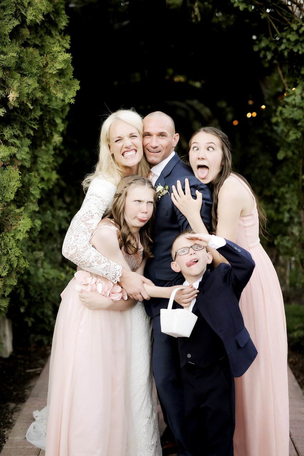 family-photos-at-weddings-silly-wedding-moments-real-weddings-utah-weddings-pepper_nix_photography-75.jpg