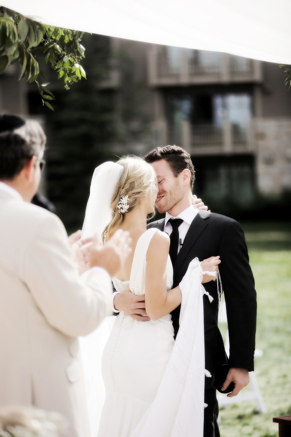 bride-and-groom-kiss-deer-valley-weddings-pepper-nix-photogrpahy.jpg