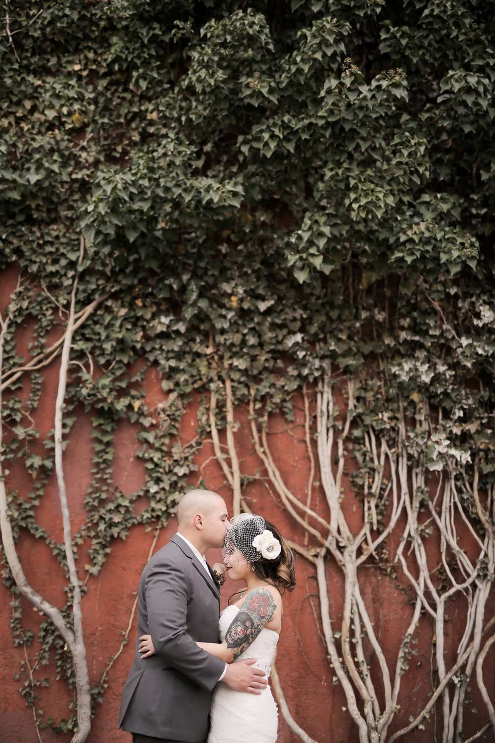 bride-and-groom-kissing-photos-utah-weddings-pepper_nix_photography-20.jpg