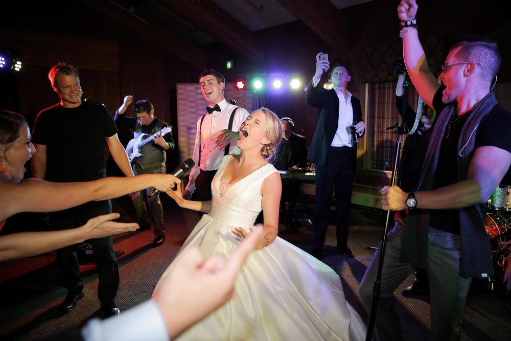bride-dance-party-fun-dinner-receptions-utah-weddings-pepper-nix-photography.jpg