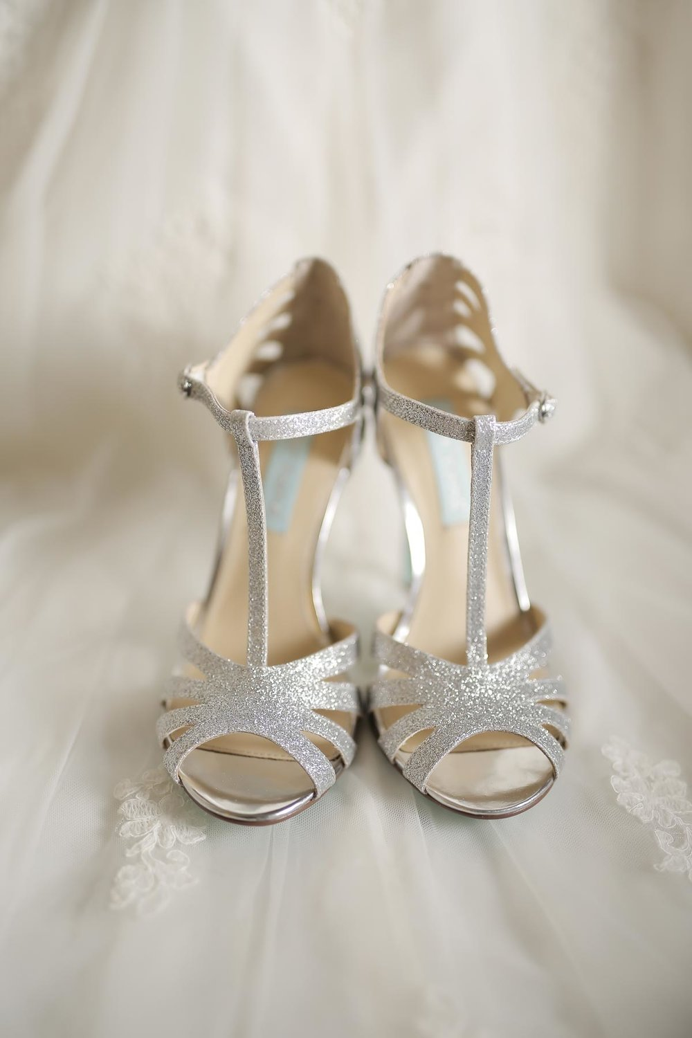 luxe-wedding-shoes_pepper_nix_photography-4.jpg