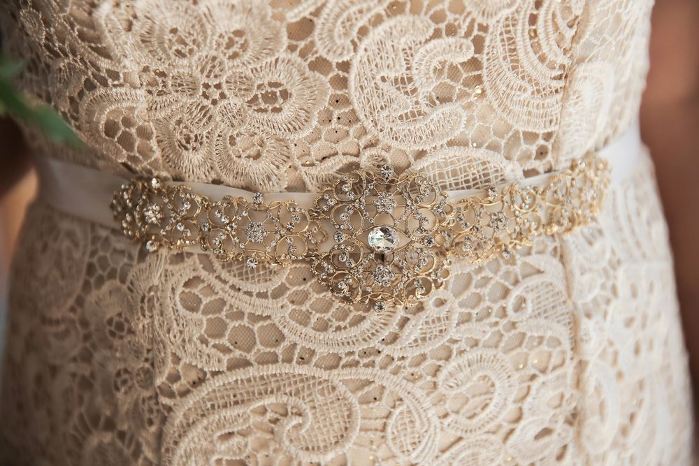 romantic-wedding-dress-bridal-details-utah-weddings-pepper-nix-photography.jpg