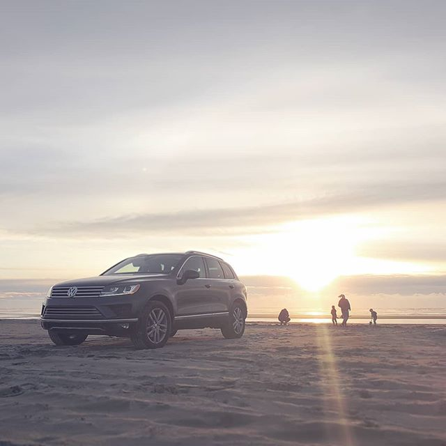 The end to such a great day at #westportwa First time for our #Touareg on the beach and it does not dissapoint. #ItWillSpin I have confirmed you can do some excellent donuts in this thing 👌