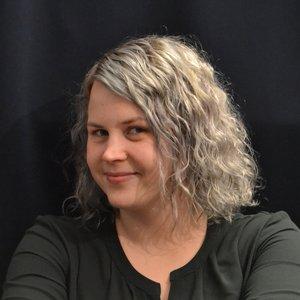 Maria Israelsson   Viktigt för mig: hälsan, magkänslan och närvaro.  Jag engagerar mig för att skapa förutsättningar för att mötas på riktigt och skapa något mer kraftfullt än ett konsumtionssamhälle.