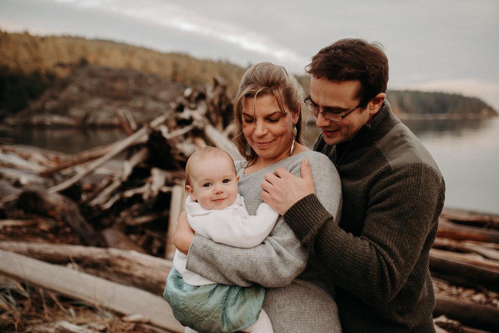 Teresa,Chris&CoralineDecember10,2018-LauraOlsonPhotography-SunshineCoastBCPhotographer-8397.jpg